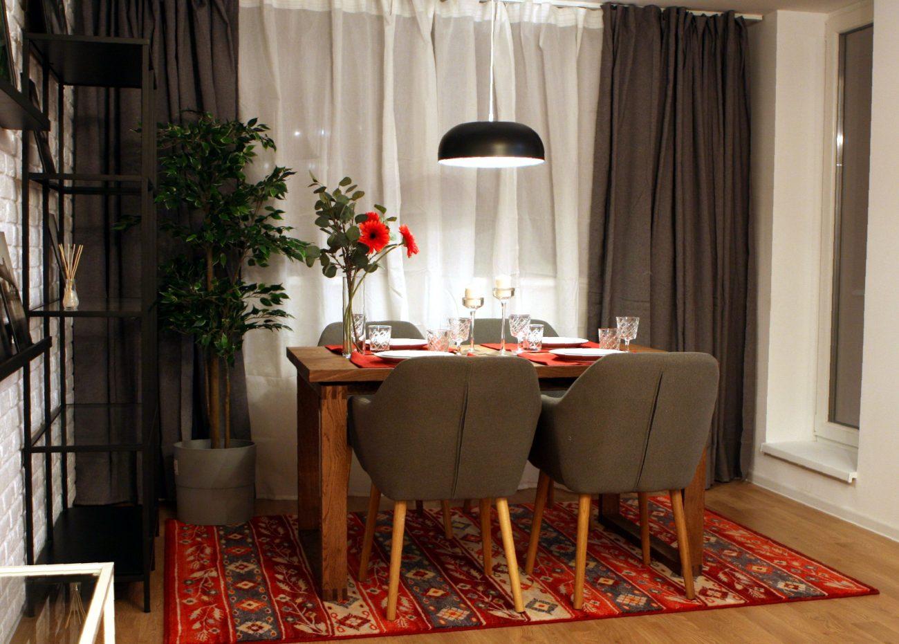 Design masă micuță cu lustră