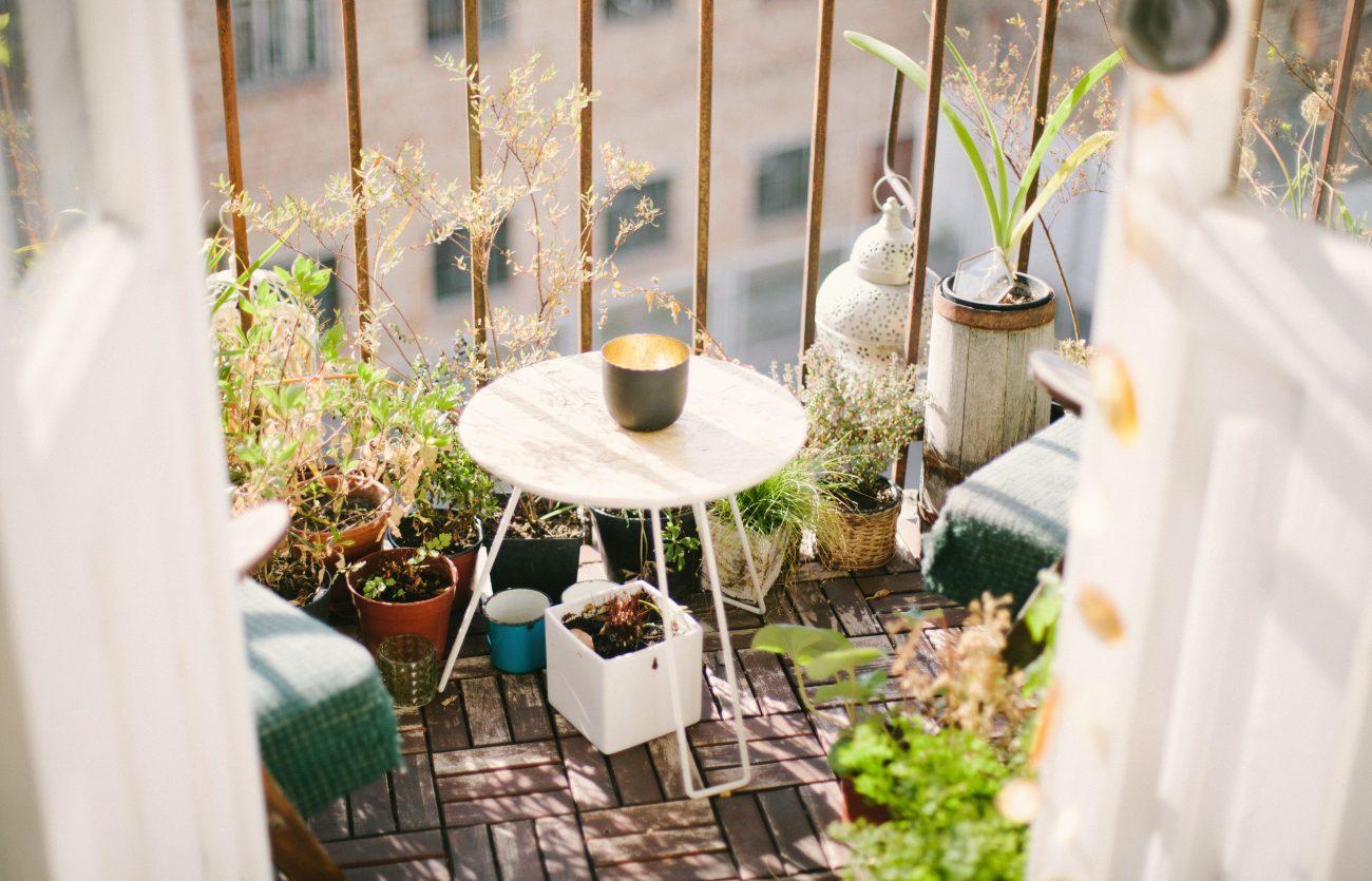 idei de amenajare a balconului cu flori