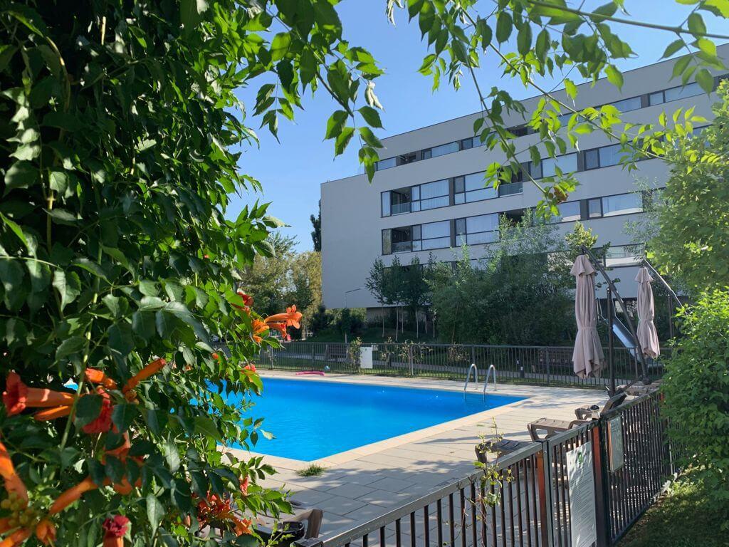 Ansamblu rezidential cu piscina